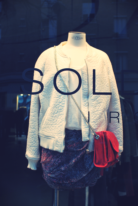 iro vitrines paris shopping soldes