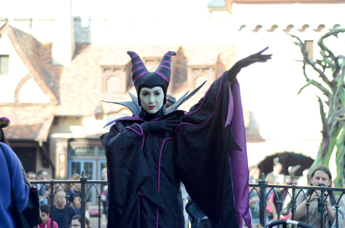 disneyland paris gang halloween